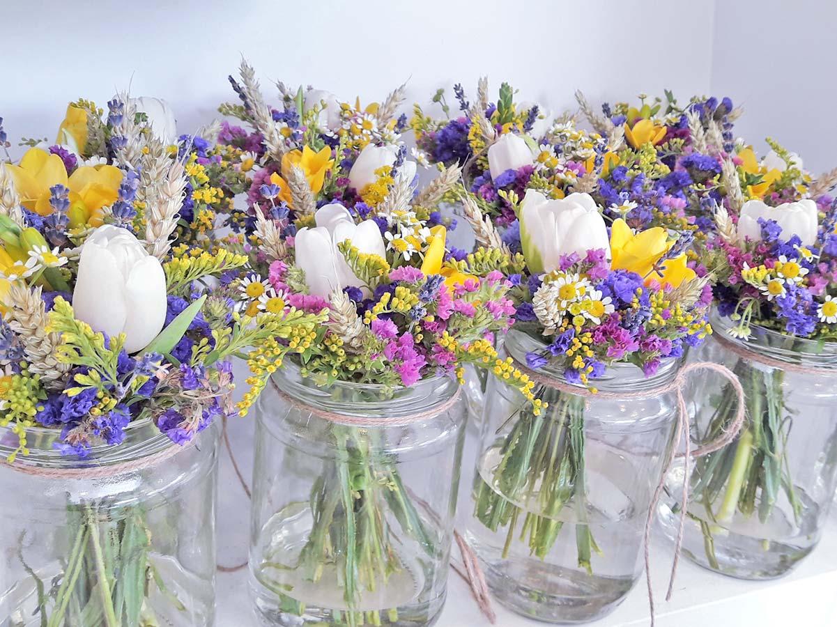 437ef8398259 Γάμος Outdoor με στάχυα   λουλούδια αγρού - AnaisDecor